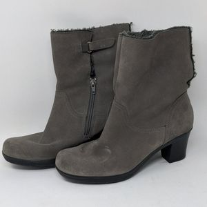 Clarks gray suede comfort cuff ankle booties shoes
